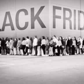 Al Black Friday 2016 partecipa anche Apple dopo un anno di assenza: ecco cosa troveremo con i super sconti In Italia non esiste un vero e proprio Black Friday, pertanto, questo si svolge prevalentemente online. Come dicevamo, quest'anno torna anche Apple tra i protagonisti di questa kermesse commerciale e #blackfriday #amazon #apple