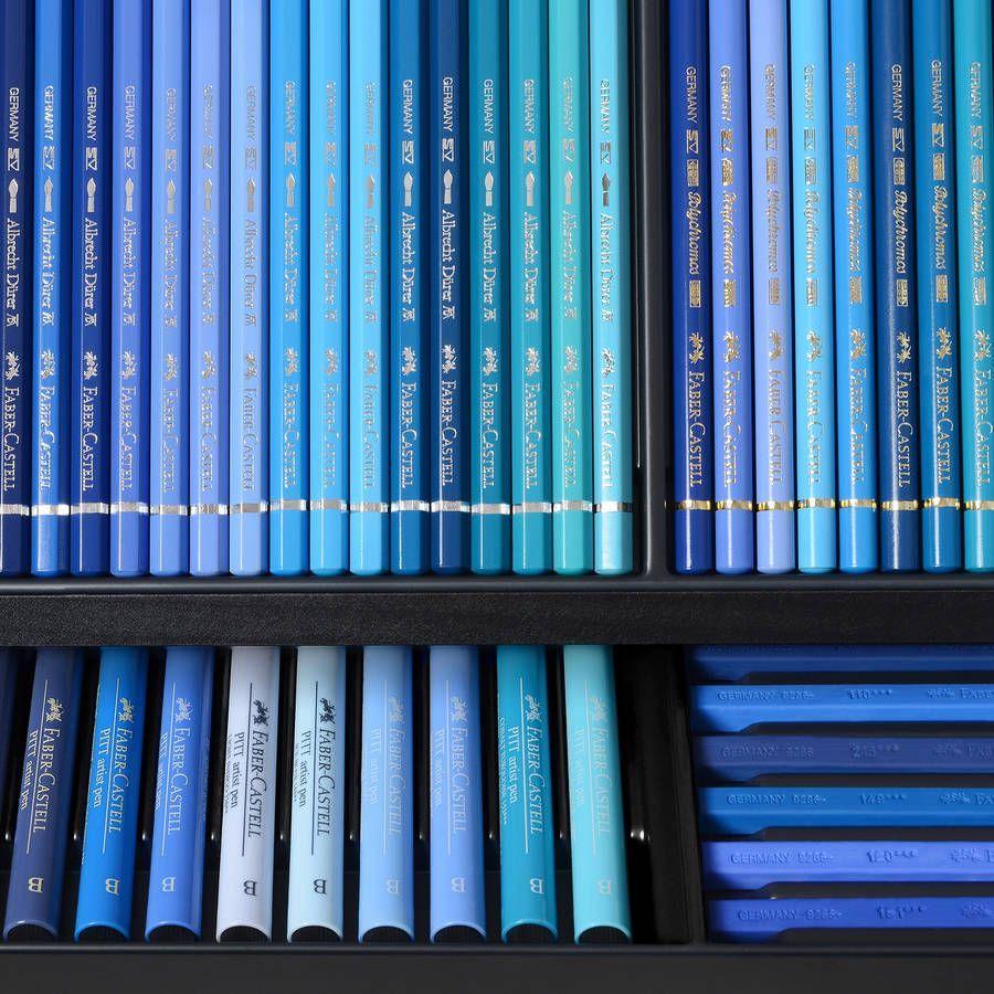L'instant mode : Karl Lagerfeld voit la vie en couleurs avec Faber-Castell #blue La Karlbox de Karl Lagerfeld pour Faber-Castell #blueaesthetic