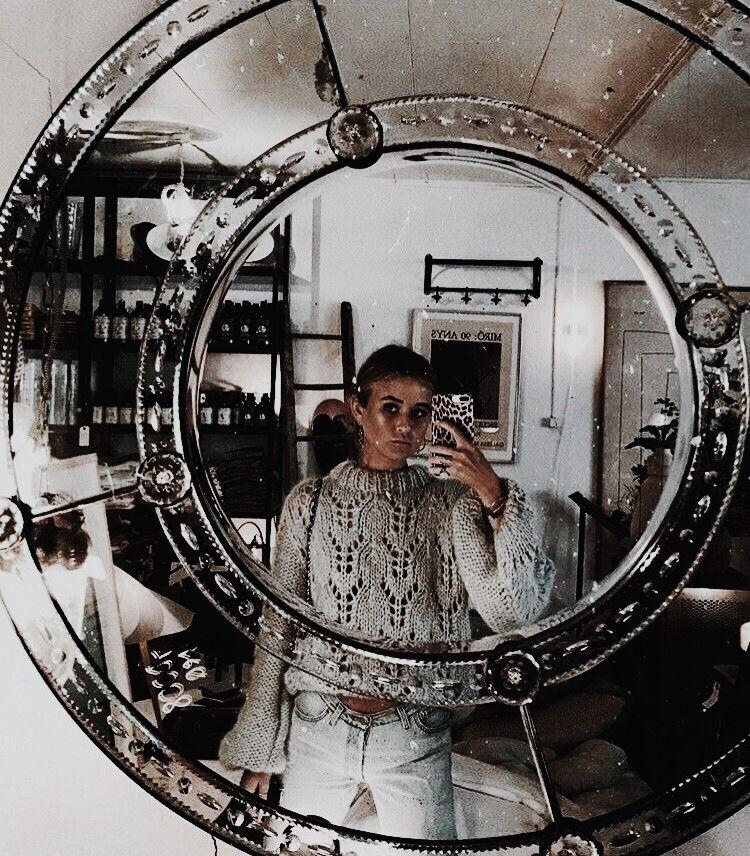 агент прислал зеркальные фотографии тобой