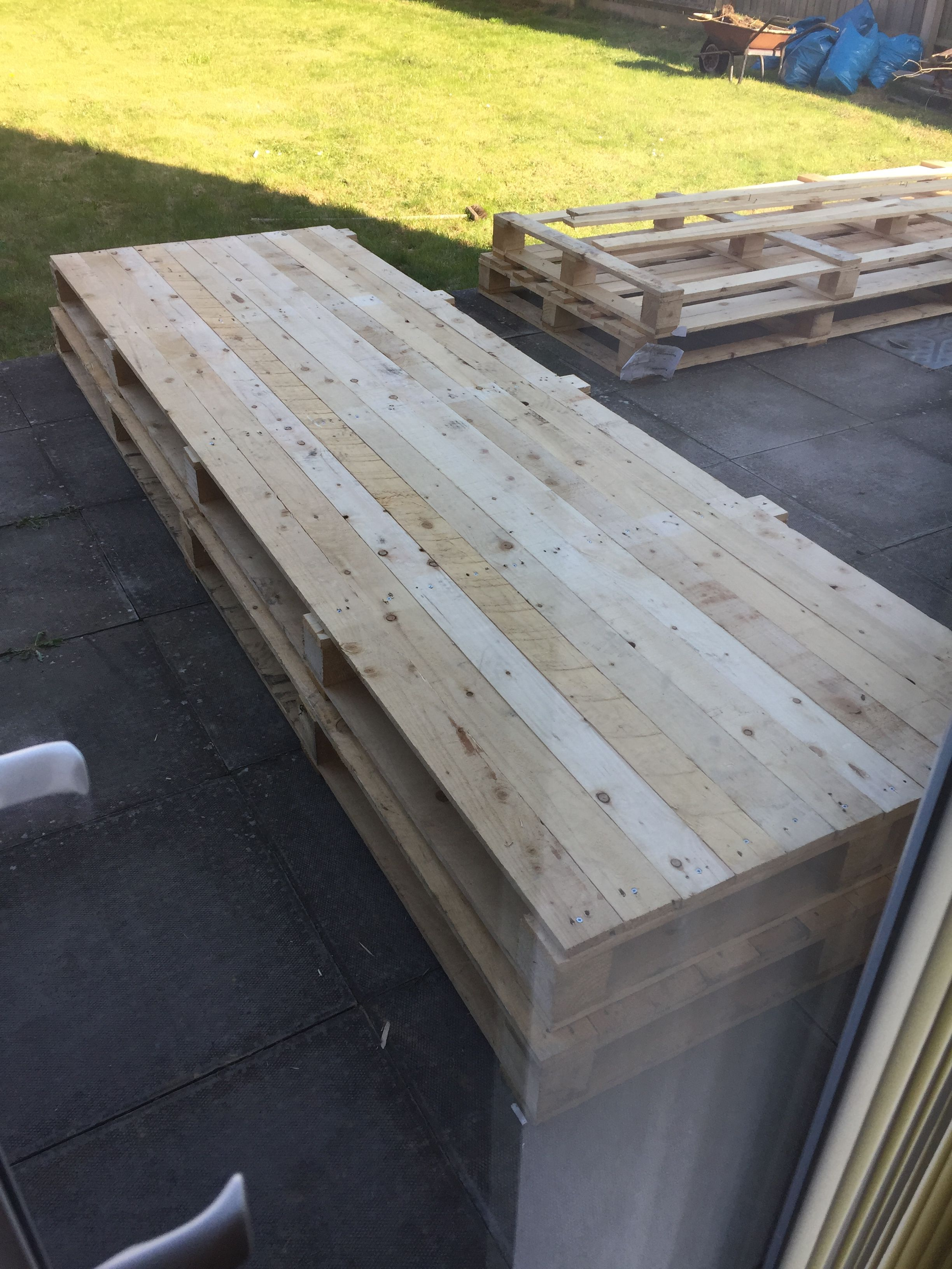 Side Panels Made From Pallet Wood Pried Away From Original Position Where There Were Gaps Nails All Hammered Out And Re Wooden Slats Pallet Shed Wood Pallets
