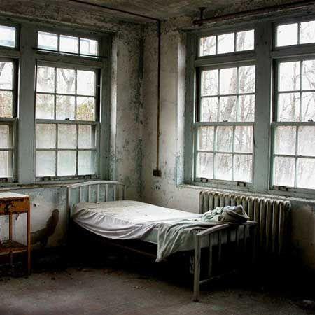 Hospital room | Mine: Go Back to Sleep | Pinterest | Hospital room