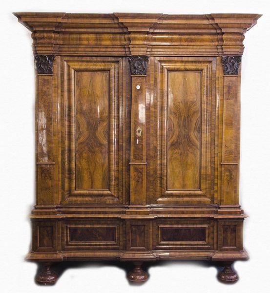 barockschrank mainz 1740 50 mit profiliertem verkr pftem kopf und sockelgesims auf. Black Bedroom Furniture Sets. Home Design Ideas