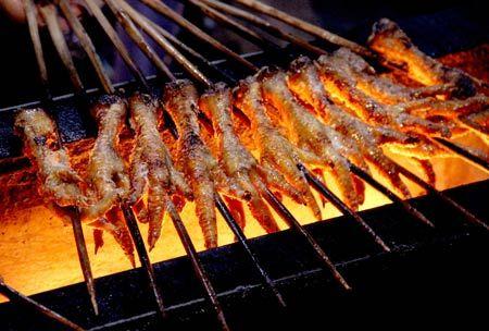 Chân gà nướng là một món ăn được chế biến từ chân gà bằng phương pháp nướng . Chân gà nướng được tẩm ướp trước khi nướng và ăn kèm với các loại rau sống...