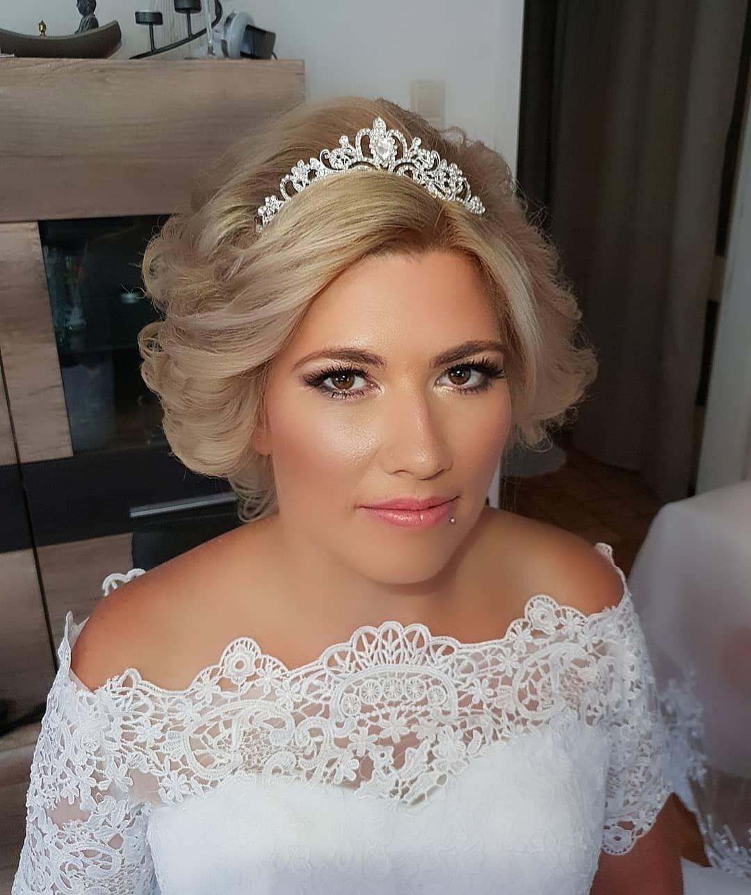 Wedding Styling By Ludmilajost Brautmakeup Brautkleid Hochzeitsfrisur Weddingdress Wedding Crailshei Wedding Dresses Lace Wedding Dresses Wedding Styles