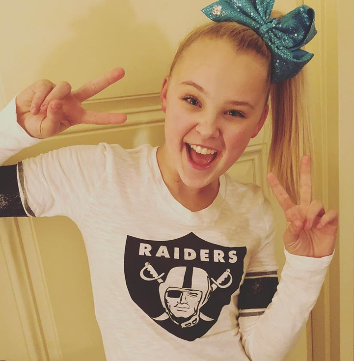 best cheap 41eb1 ed3d1 Jojo Siwa supports the Oakland Raiders in her shirt from the ...