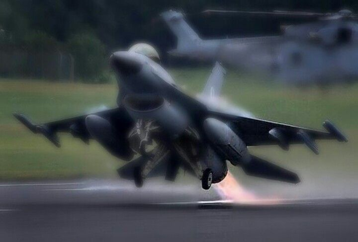F-16 Fighting Falcon Takeoff In Full Afterburner With 370 Gallon