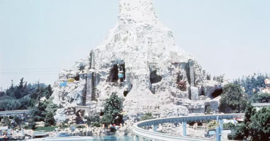 Does Disneyland S Matterhorn Have A Basketball Court Reiseziele Reisen Beliebte Reiseziele