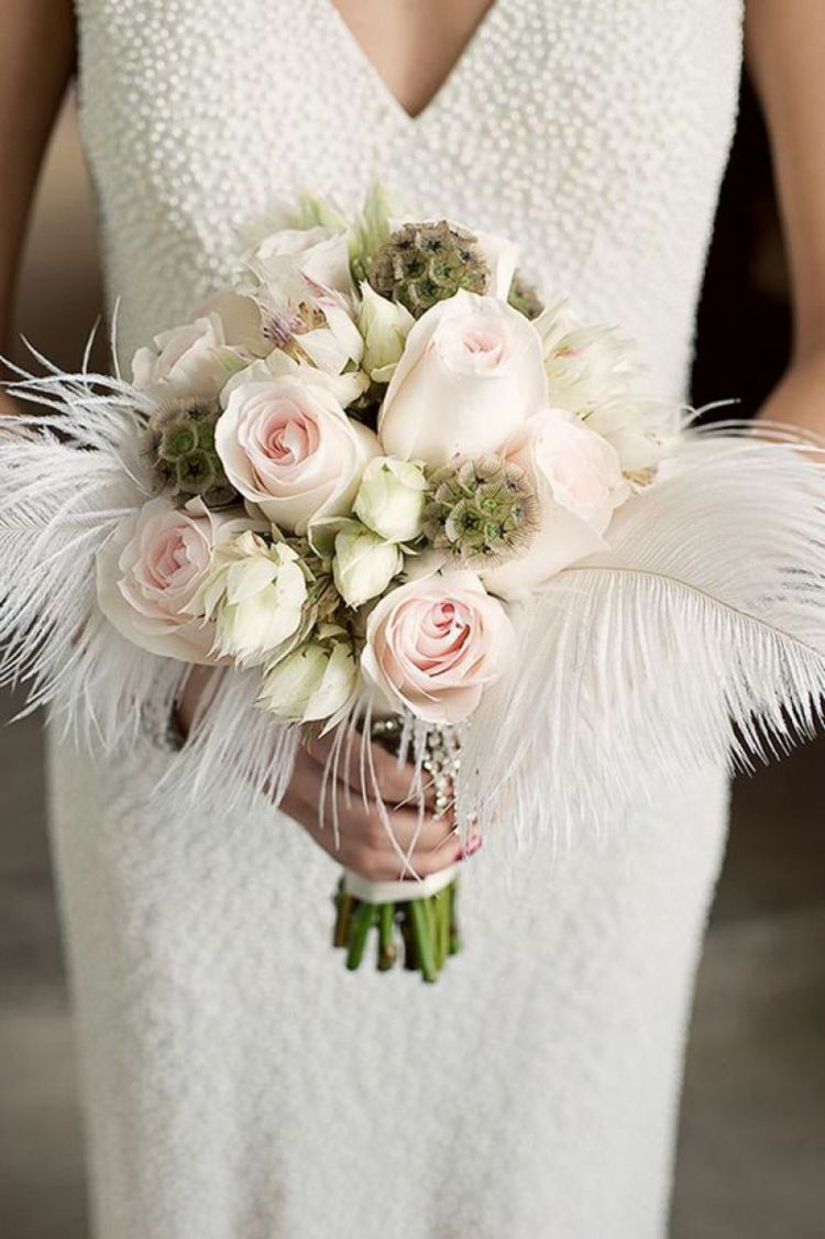 vintage-brautstrauß-feder-weiß-rosen-cremefarben-brautkleid ...