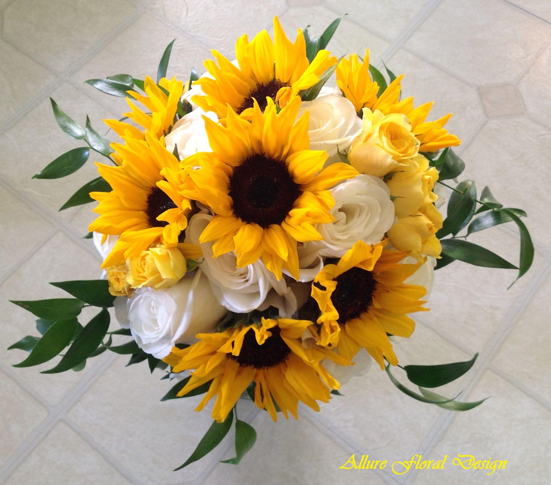Sunflower Wedding Bouquet Ideas: Sunflower Bridal Bouquet