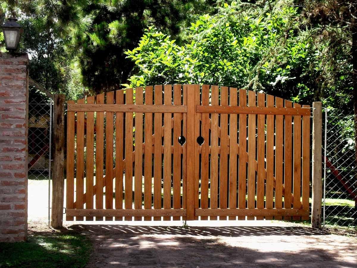 Porton con alambre tejido buscar con google ideas for Puertas de madera para casas de campo