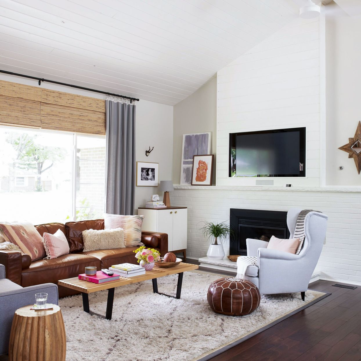 17 Stunning Ways to Decorate with a Brown Sofa in 2020 ...