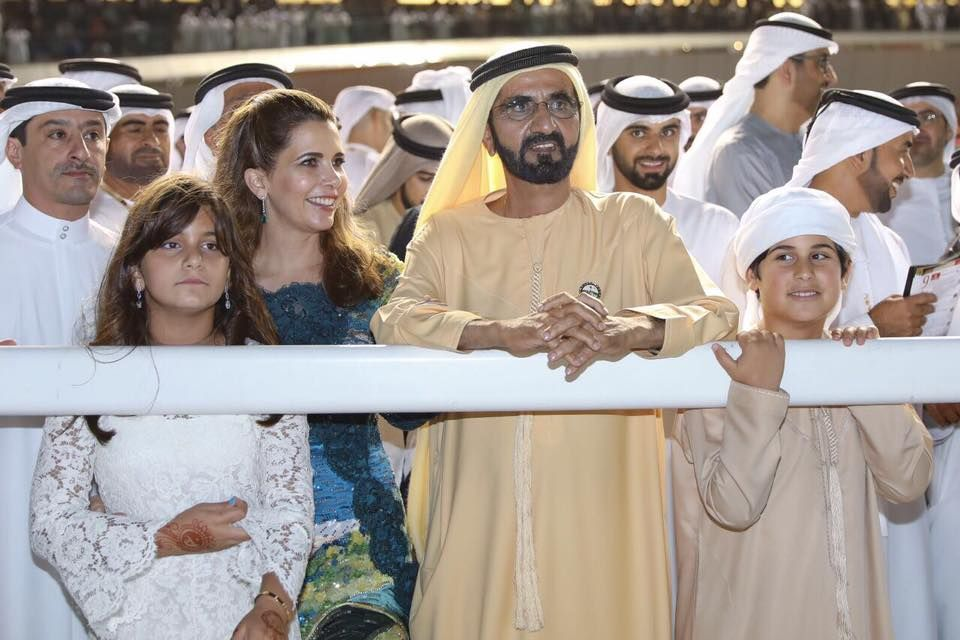 Al Jalila bint Mohammed bin Rashid Al Maktoum, Haya bint Al Hussein, Mohammed bin Rashid bin Saeed Al Maktoum, Mansoor bin Mohammed bin Rashid Al Maktoum y Mohammed bin Mansour bin Zayed Al Nahyan, DWC, 25/03/2017. Vía: Government of Dubai Media Office
