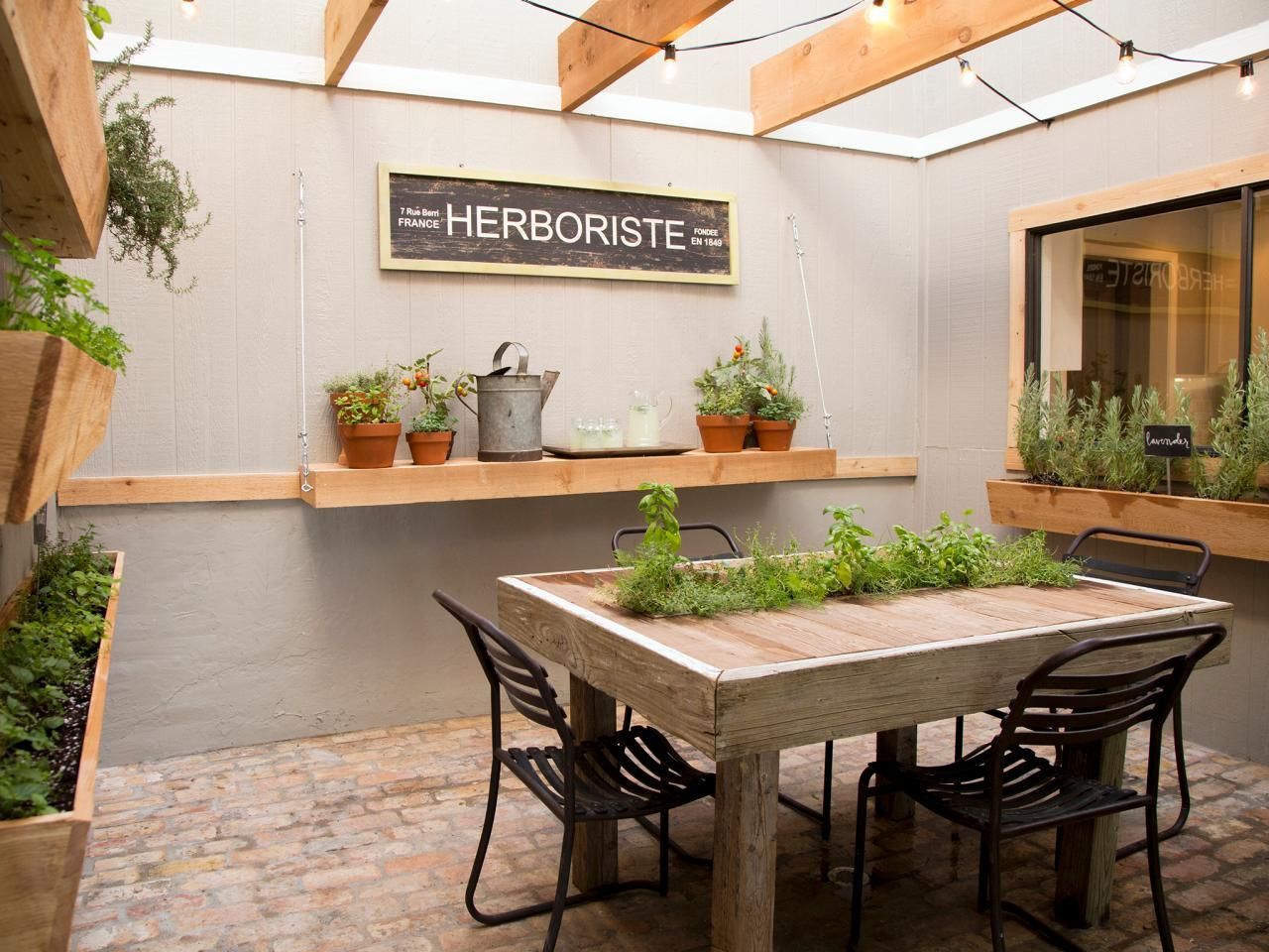 Fixer upper outdoor kitchen - Hgtv S Fixer Upper Transformed This Once Awkward Atrium Into An Open Air Herb Garden With Wooden Window Boxes And Planters Located Right Off The Kitchen
