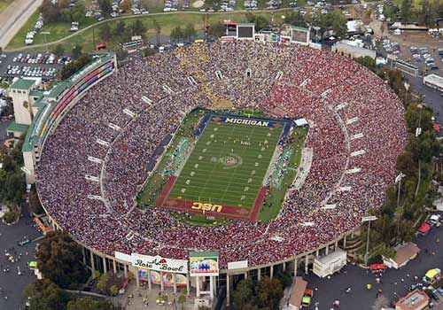 Rose Bowl Capacity 91 000 I Ve Gone To Many Ucla Home Football Games Here Such A Wonderful Old Venue And Th Rose Bowl Stadium Rose Bowl Pasadena Rose Bowl