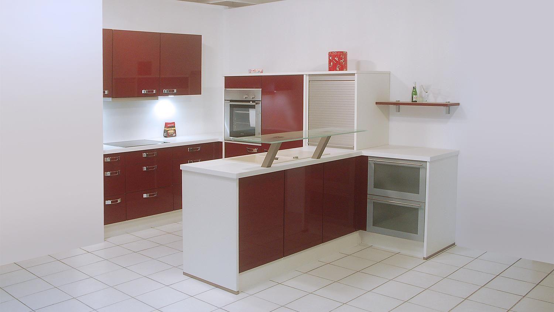 Einbauküche Nobilia Ausstellungsküche bordeaux Hochglanz weiß E