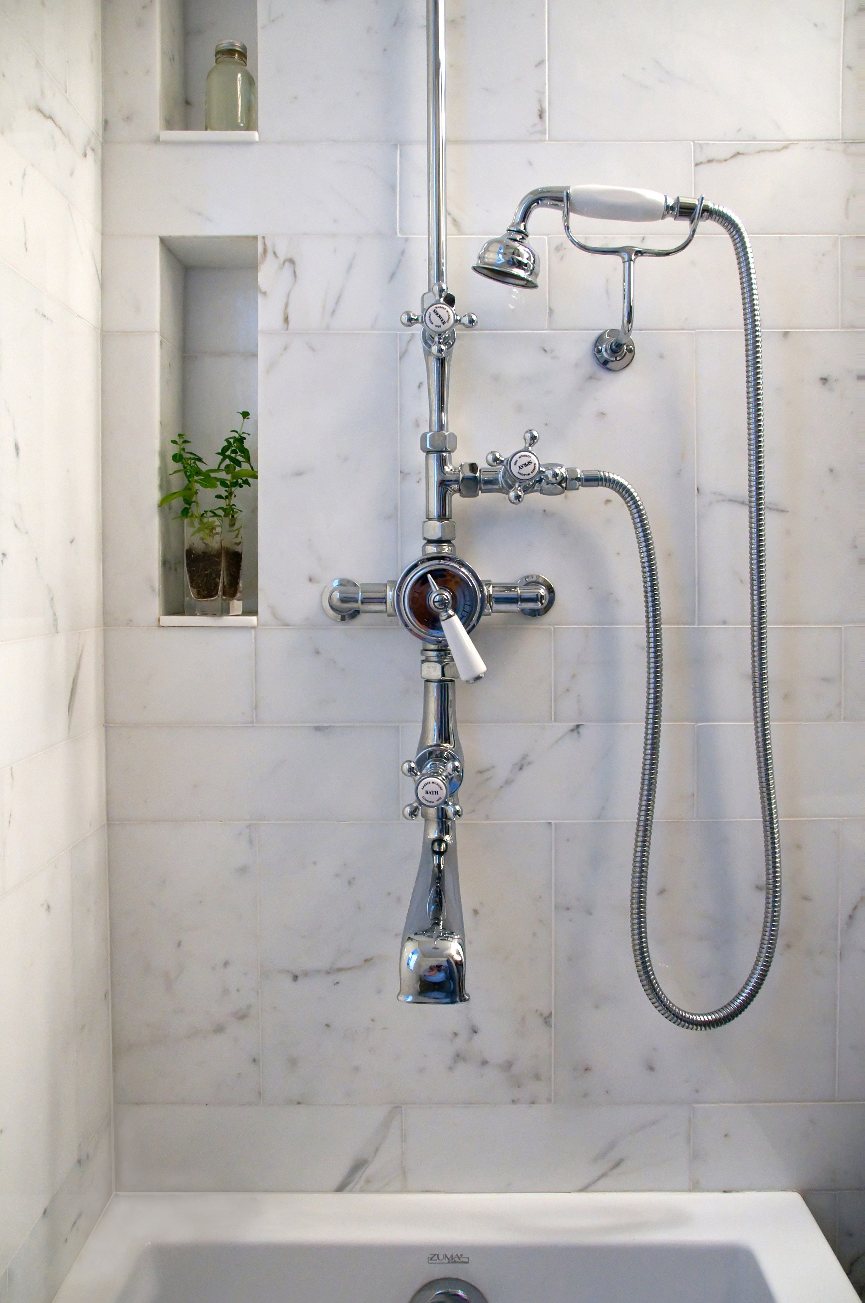 sprayer in the shower. Pipes on the exterior like in the beginnings ...
