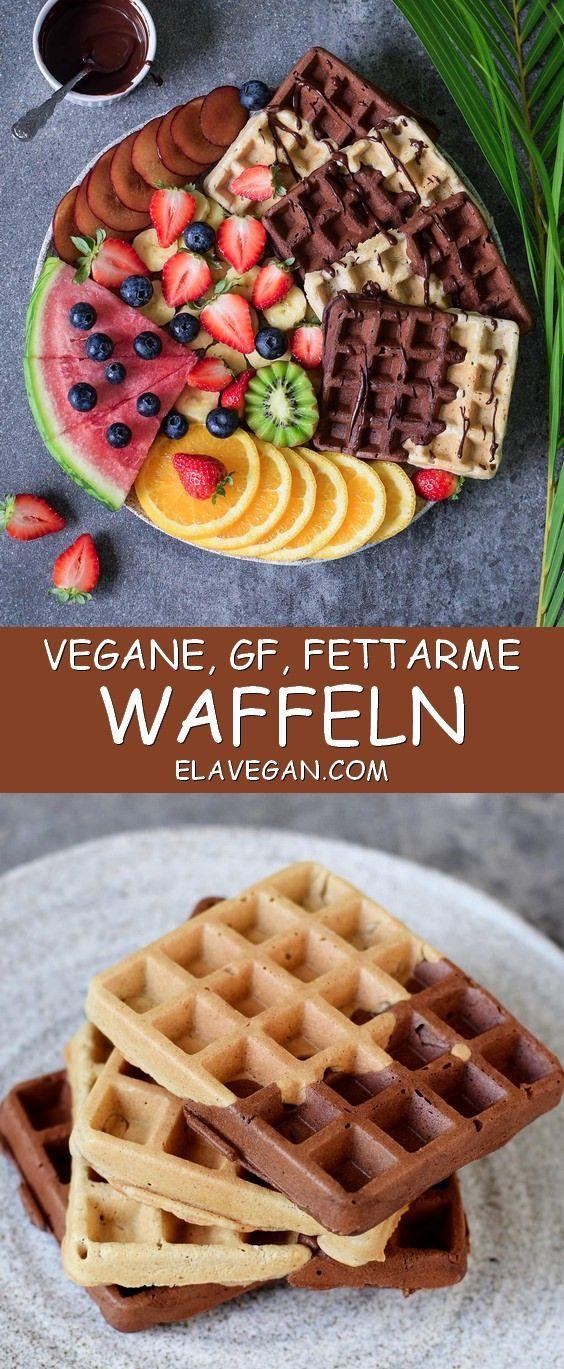 Waffeln mit Schokolade und Früchten. Das Rezept ist vegan, glutenfrei, pflanzlich, fettarm, milchfrei, eifrei und einfach zu machen