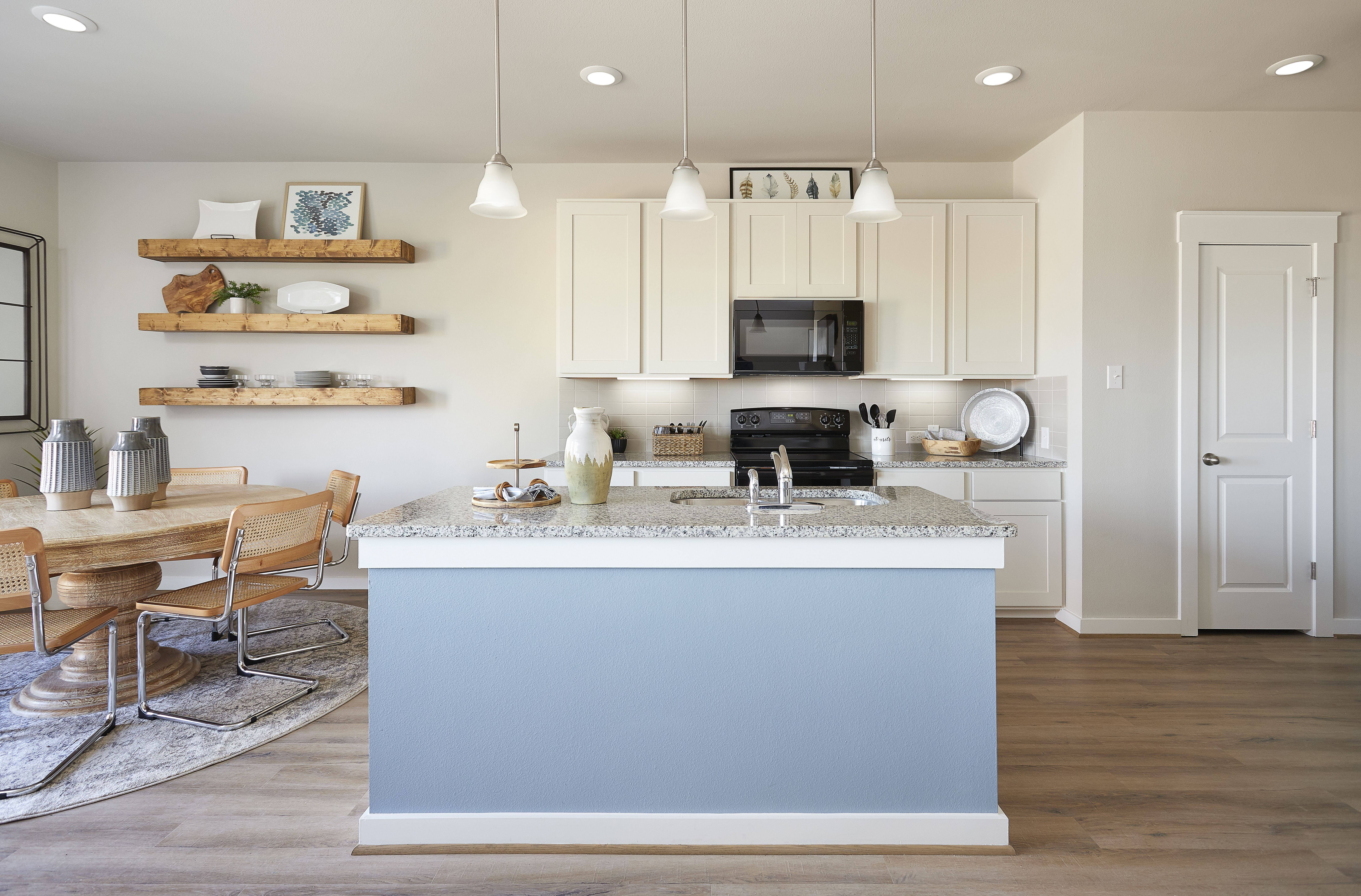 Gray Point Homes Harvest Meadows Acadia E Austin Texas Https Www Graypointhomes Com Gallery Floor P In 2020 Home Kitchens Texas Homes For Sale Kitchen Gallery
