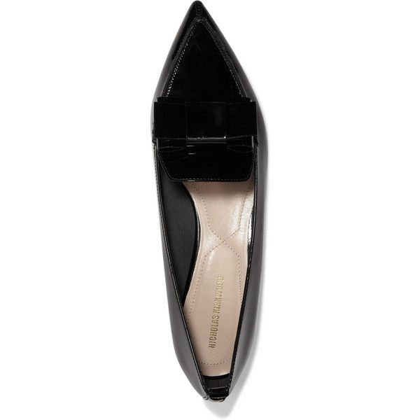 Nicholas Kirkwood Beya bow-embellished patent-leather point-toe flats (€440) ❤ liked on Polyvore featuring shoes, flats, black patent flats, black patent leather flats, patent leather flats, pointed toe bow flats and black slip-on shoes