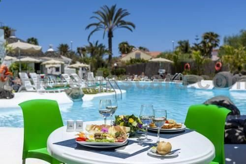 Bungalows Parque Romantico Gran Canaria Playa Del Ingles Located A Short Stroll From The Beach Bungalows Parque Romantico Is The Idea Outdoor Swimming Pool Serviced Apartments Swimming Pools