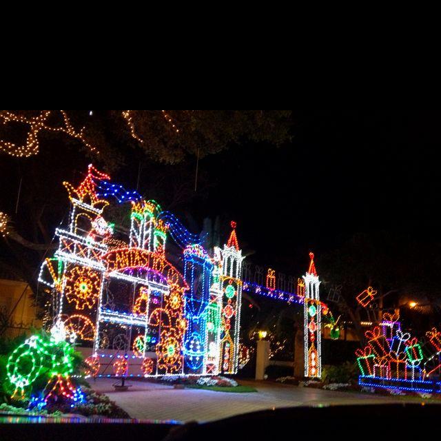 Christmas Lights In North Palm Beach, FL This Neighborhood