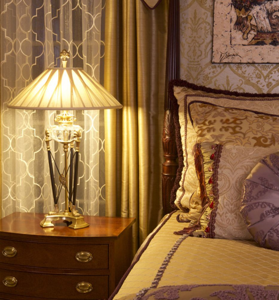 lavish traditional bedroom decor with gorgeous crystal lamp; bedroom ...