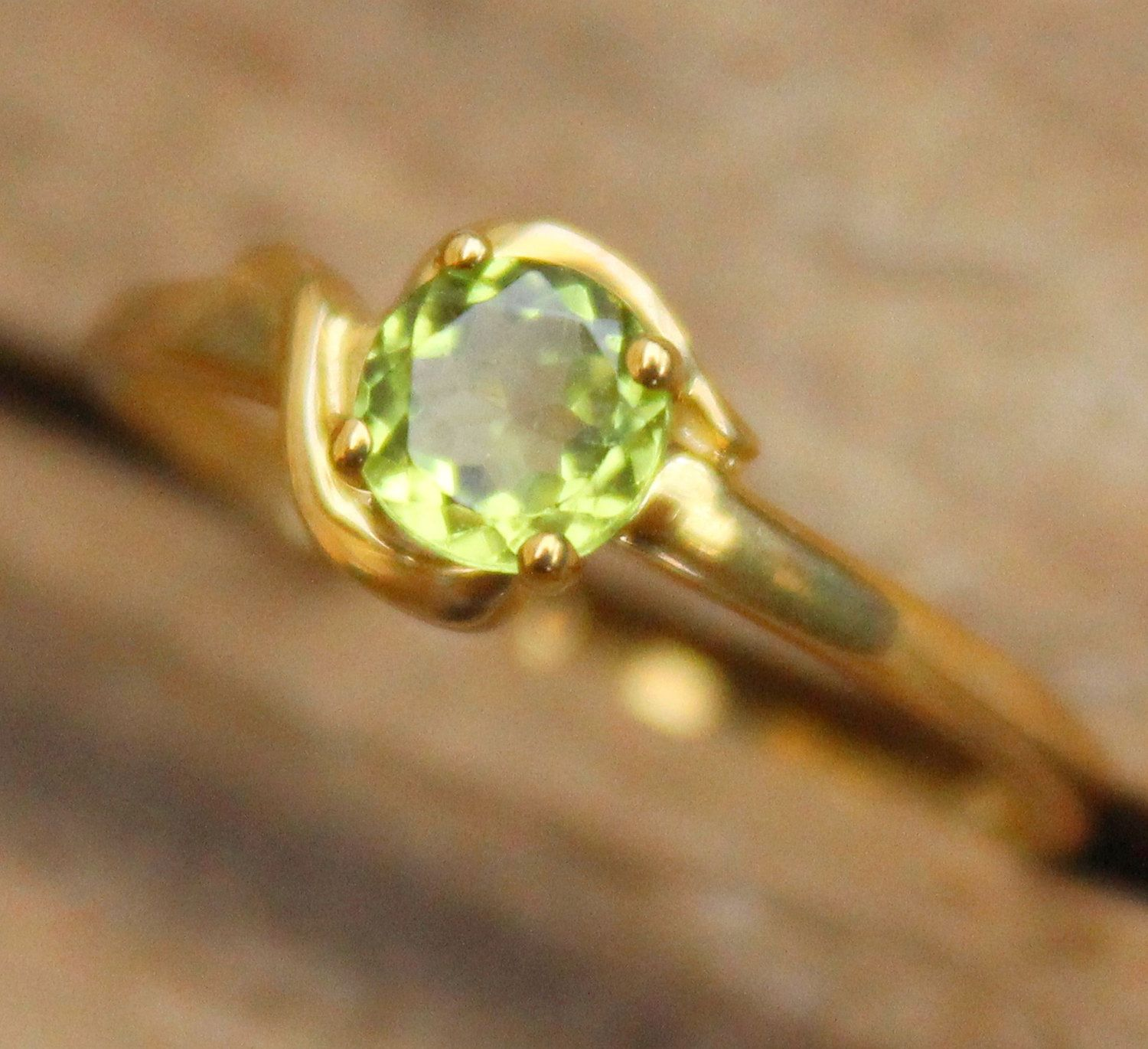 9ct Peridot Ring Yellow Gold Ring Ladies Vintage Jewellery ...
