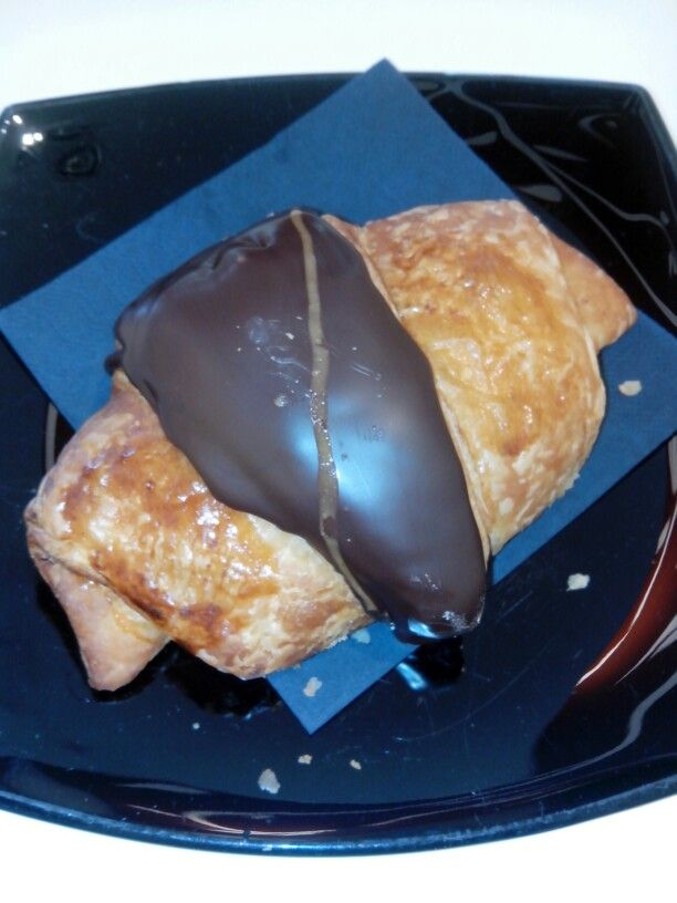 Croissant de chocolate y avellanas