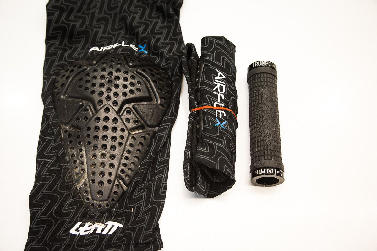 Leatt 3df Airflex Knee Guard With Images Knee Shin Pads Guard