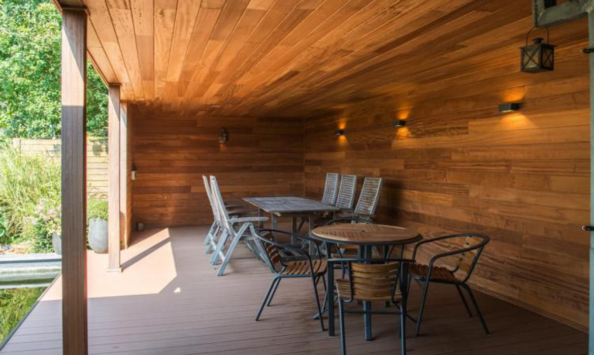 Poolhouse in thermowood grenen en afromosia outdoor living