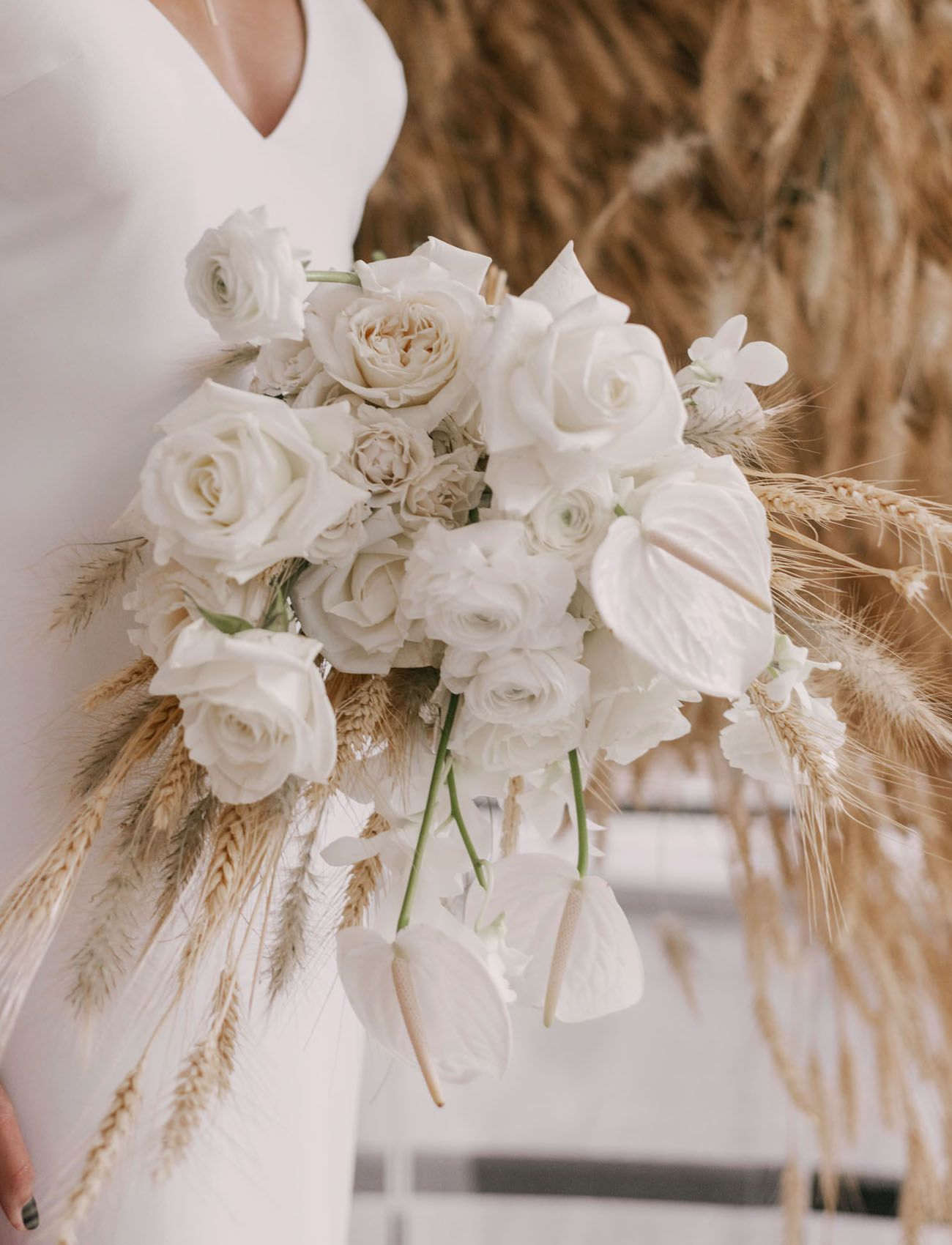 Bouquet Sposa Moderni.We Re All About The Modern Monochrome In This Wintry Wedding