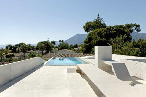 Piscina interior y exterior albercas piscina en la for Casa de lujo minimalista y espectacular con piscina por a cero