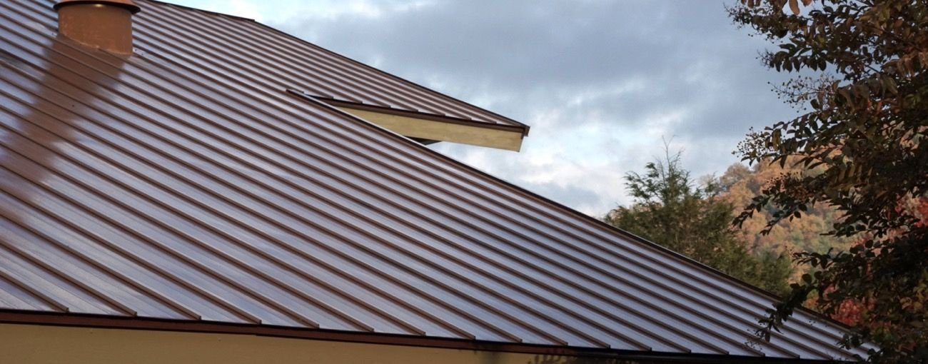 How To Deal With Roof Issues Easily With Images Metal Roof Metal Roofing Materials Roofing