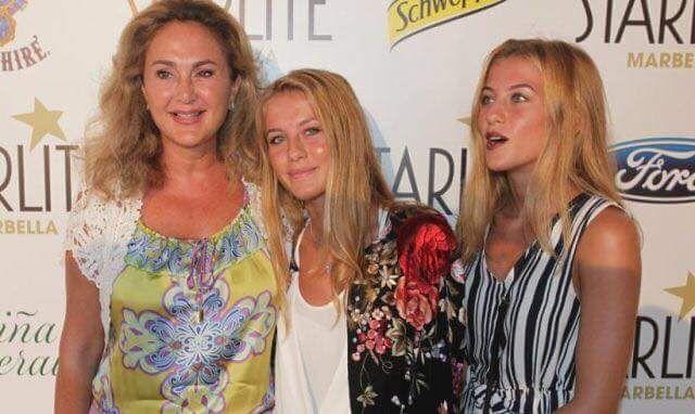 19f42d18696ee1 Princess Alia Tabba a with her twin daughters Princess Sarah and Aisha