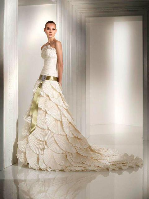 vestido de novia de talle largo con volantes | vestidos de boda