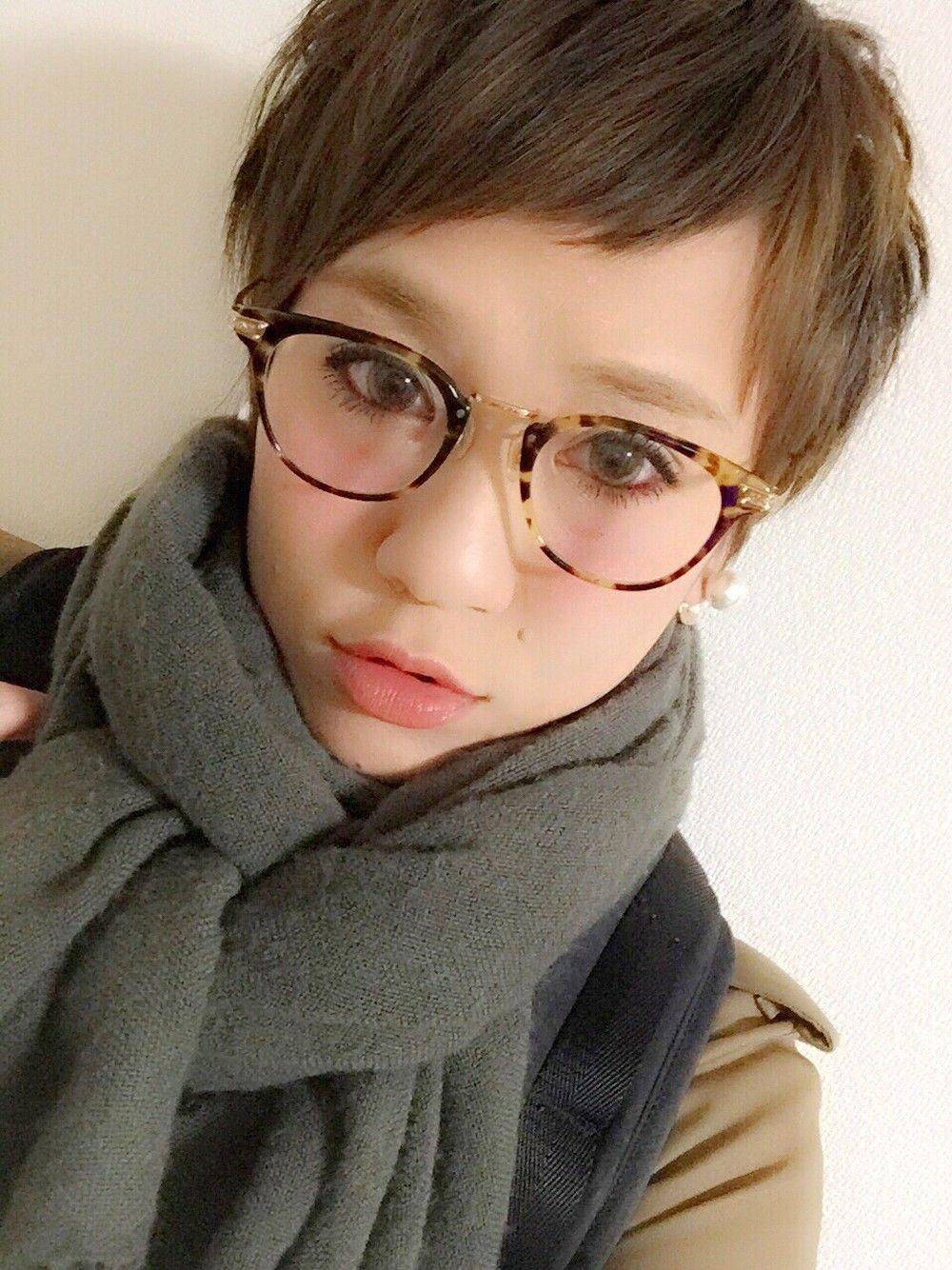 Frisuren kurze haare und brille