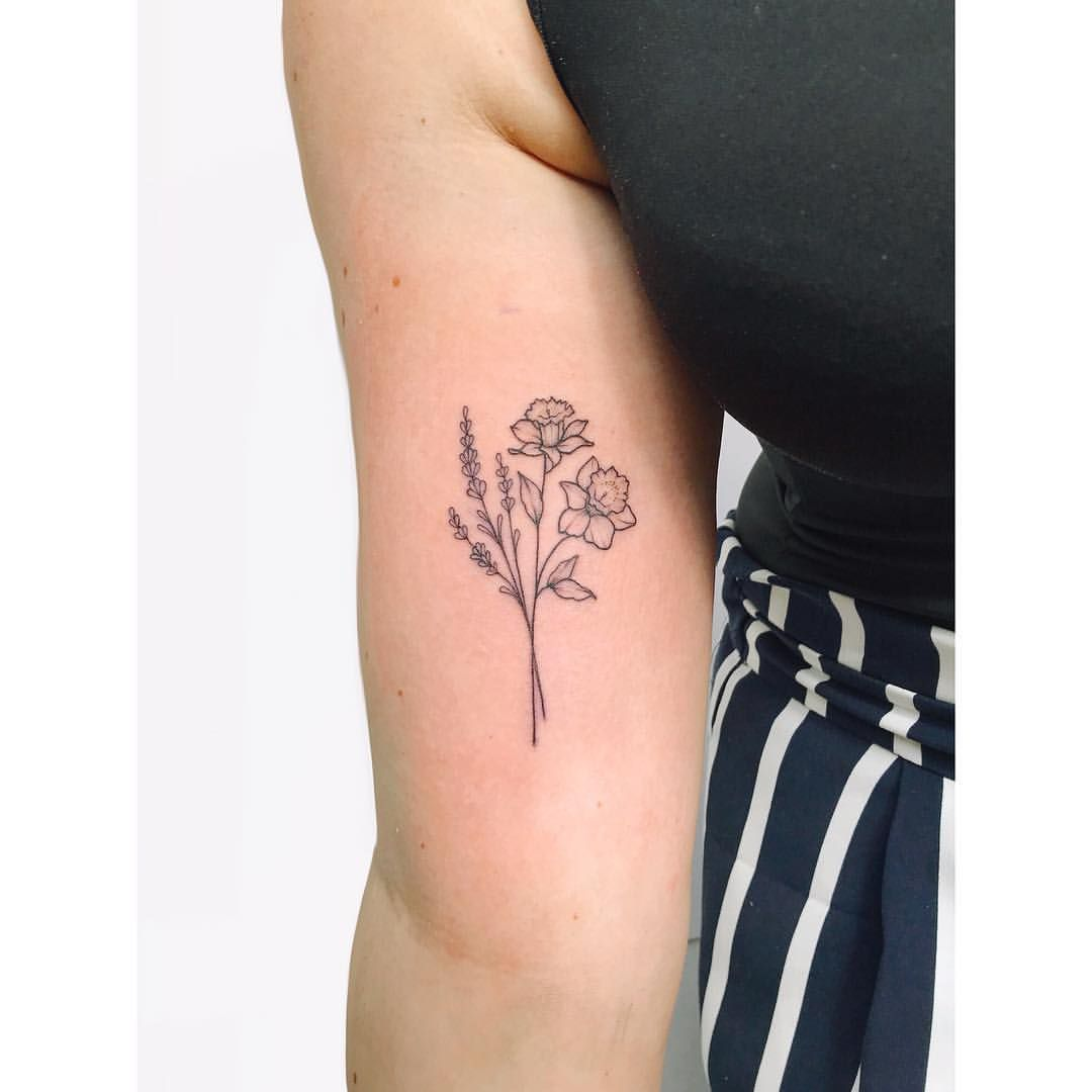 Another Sweet Lavender And Daffodil Bunch Lavender Tattoo Daffodil Tattoo Birth Flower Tattoos