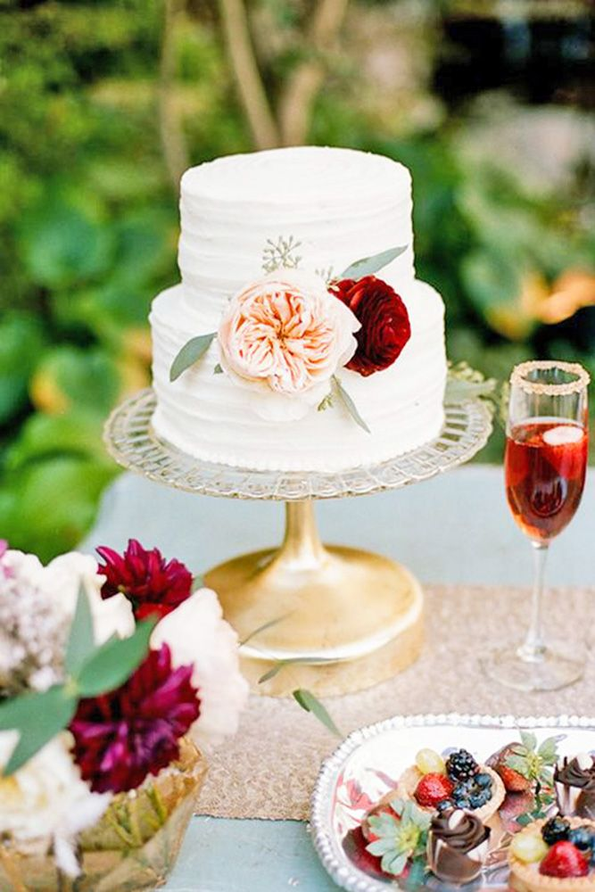 Most popular flowers for wedding cakes