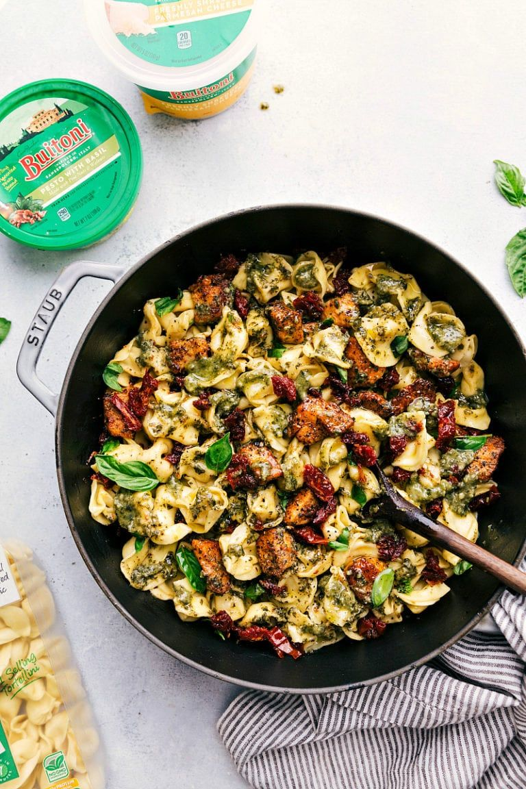 A one pot easy and quick pesto chicken tortellini with