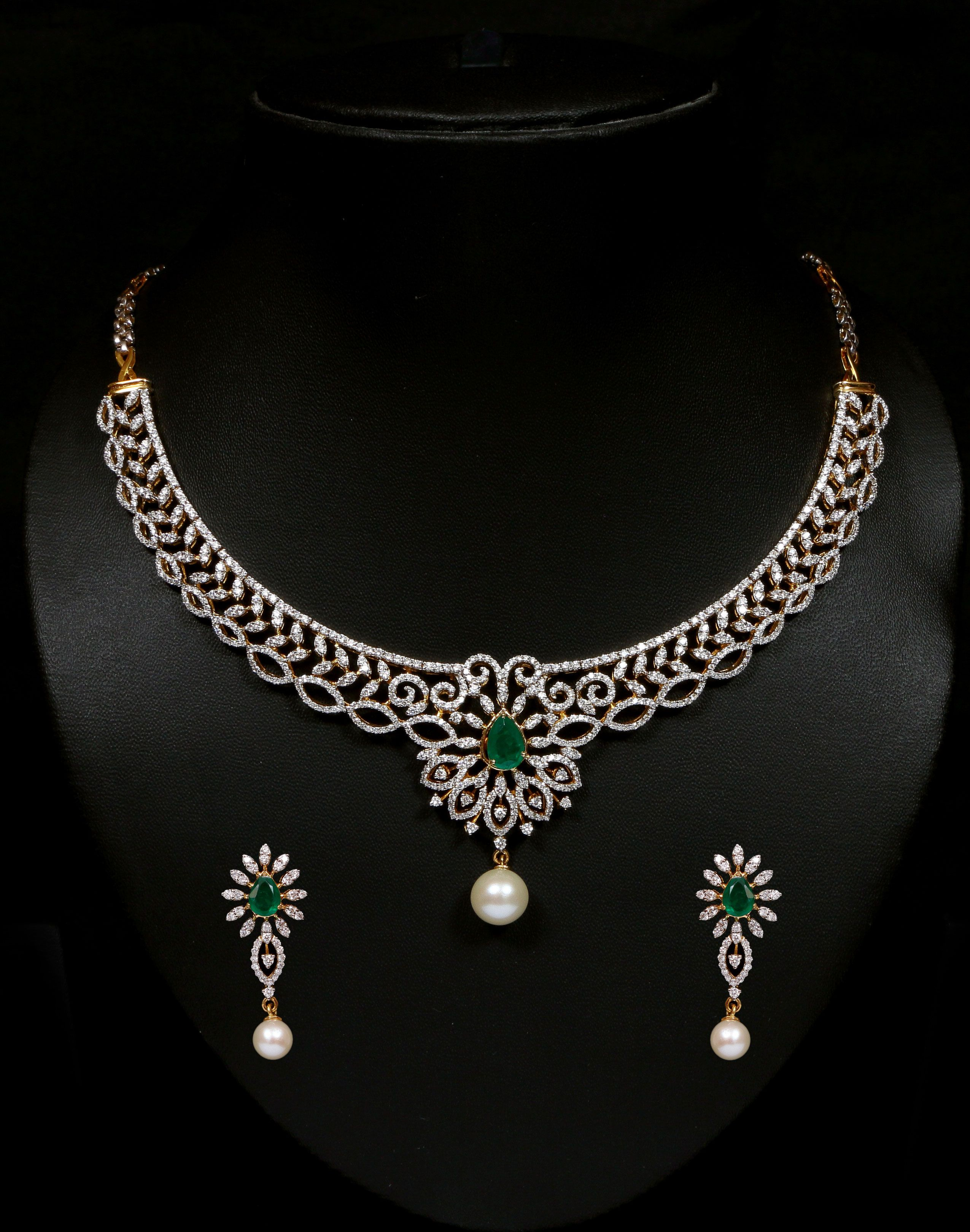 Diamond and emerald necklace set Vummidi Bangaru Jewellers
