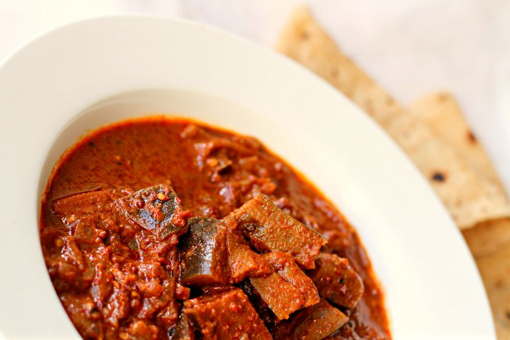 Hot and Smoky aubergine curry My nose is tingling as I