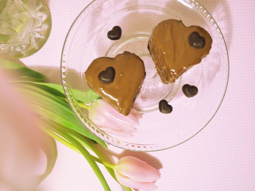 Chocolate Love with Brownie Hearts - Perfect for Valentine's day - Find the recipe on our blog <3 http://www.belle-melange.com/gefuellte-brownieherzen/