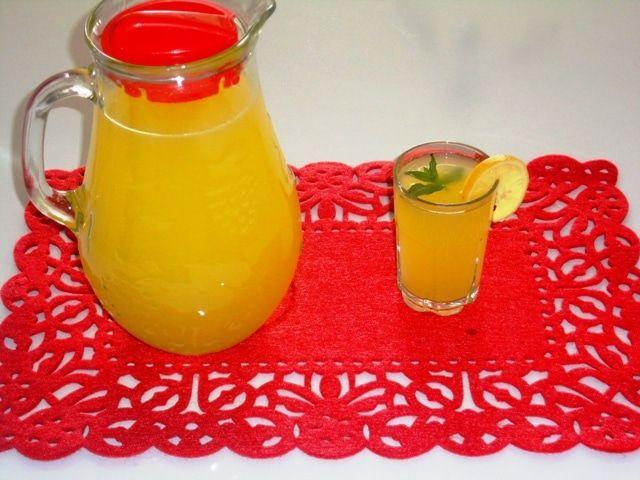 2 Limon ve 1 Portakal İle Limonata Tarifi