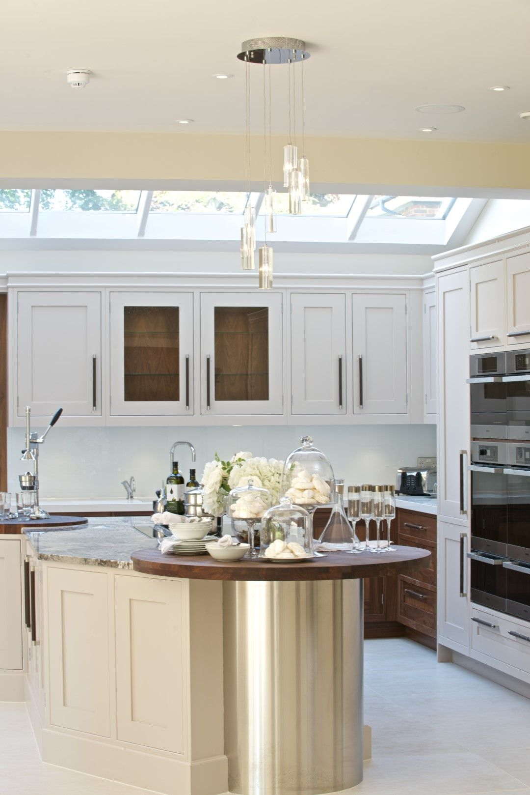 a classic kitchen design with feature kitchen island designed and installed by kca classic on c kitchen design id=99526