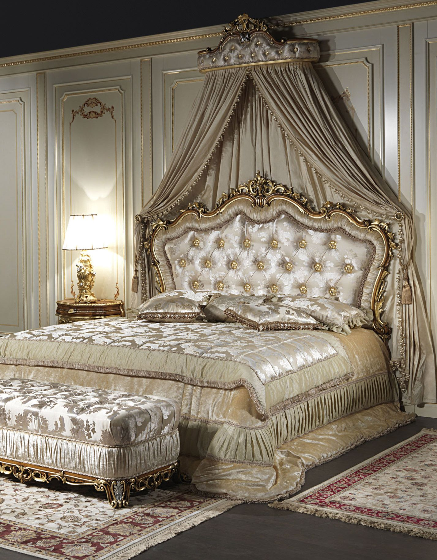 The classic double bed Baroque es from the great experience of