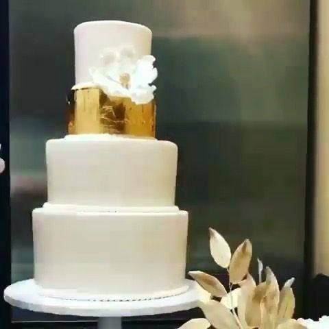 Beautiful cake decorating idea Video by @crativa . . . . .
