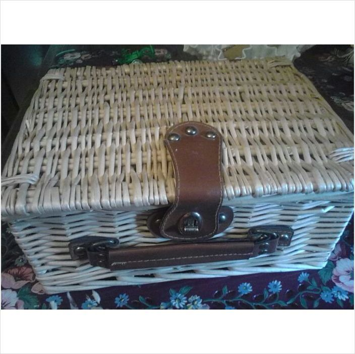 Wicker picnic basket. Very old w/ quilted lining & leather handle