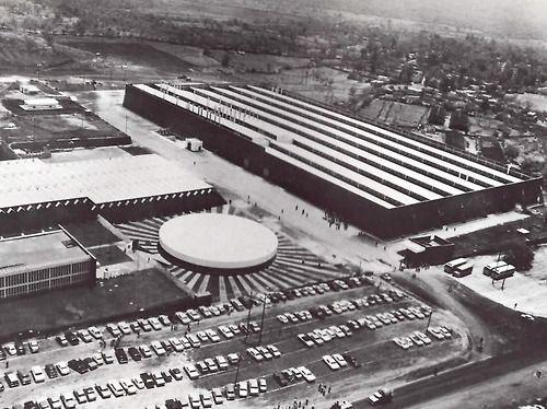 Fábrica Nissan Mexicana, CIVAC (Ciudad Industrial del Valle de Cuernavaca), Estado de Morelos, México Arq. Ricard Legorreta Nissan Mexicana (first North American factory), CIVAC (Industrial City of the Cuernavaca Valley), Estado de Morelos, Mexico