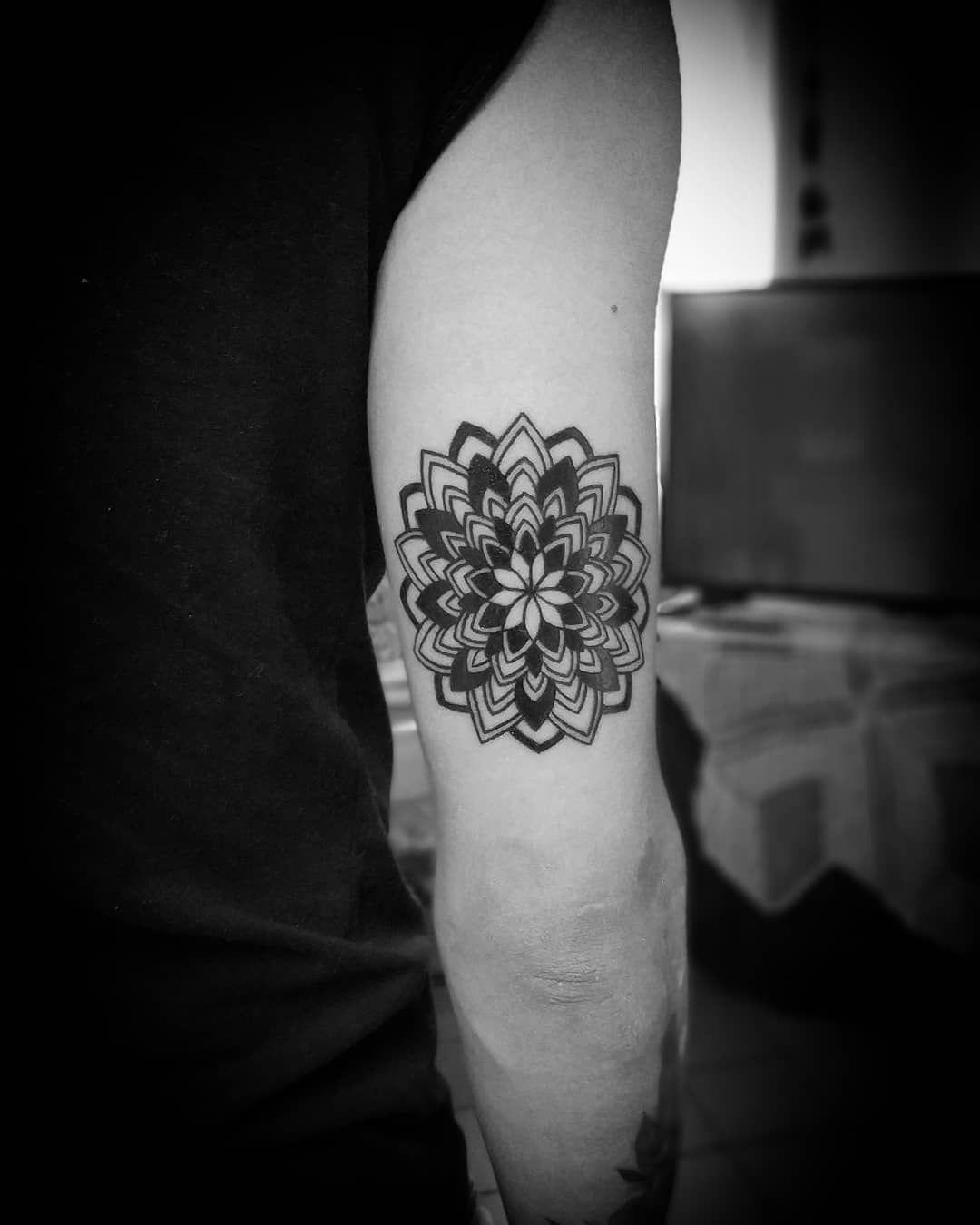 / Mandala / #tattoo #tattoos #tattooalday #mandals #mandala #mandalatattoo #linetattoo #lineart #linework #lineworktattoo #blacktattoo #blackart #dynamicink #dynamicblack #darkart #darkartists