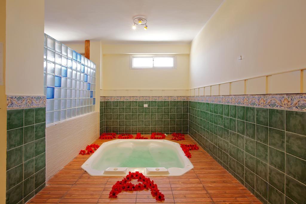 خدمات سبا و جاكوزى بأسعار مميزة طوال اقامتك فى موفى جيت جولدن بيتش الغردقة Movie Gate Golden Beach Hurghada Corner Bathtub Golden Beach Bathtub
